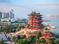 několikapatrový traiční čínský dům v Pekingu